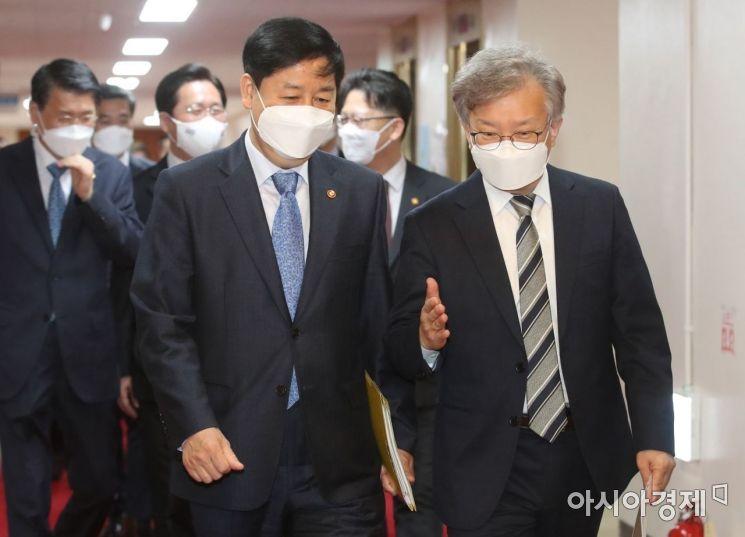 [포토] 국무회의 참석하는 구윤철-권칠승