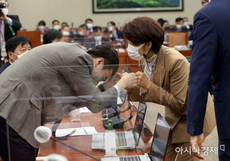 [포토] 국회 환노위 출석한 한정애 장관