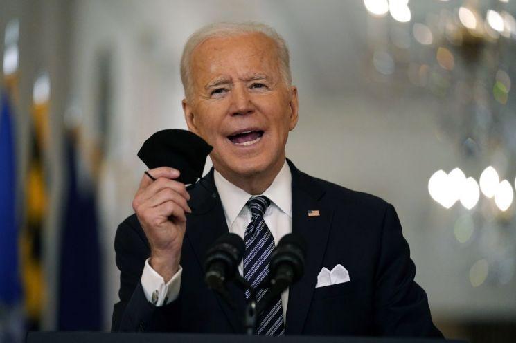 미국 Biden, 취임 100 일 만에 2 억 접종 약속 달성 … 7 월 정상화 될까?