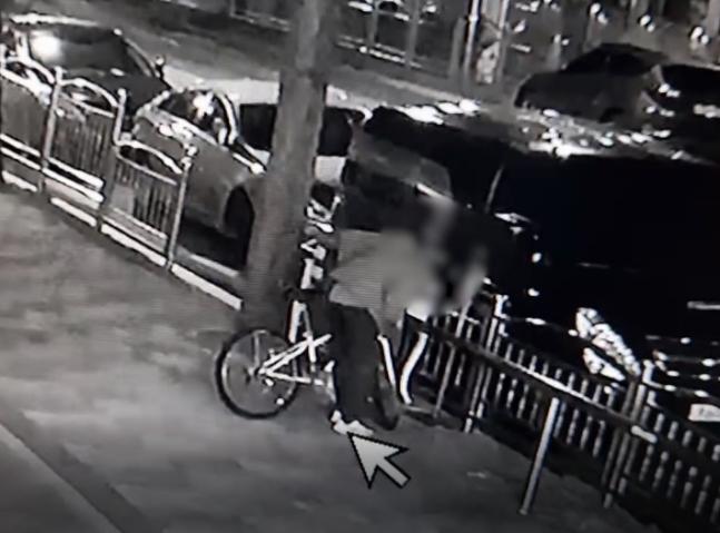 경남 창원에서 한 남성이 혼자 있는 여성만 골라 커피 등 음료를 뿌리거나 침을 뱉어 경찰에 붙잡혔다. 사진제공=경남경찰청