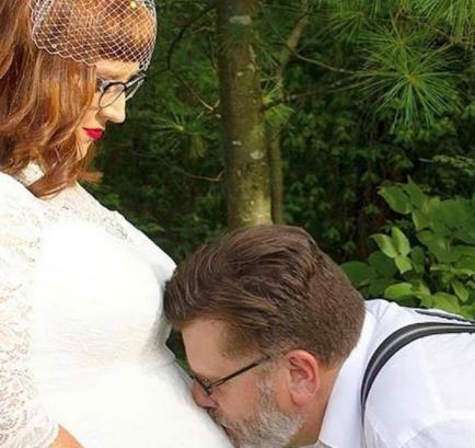 제프 퀴글(60)과 에리카 퀴글(31)이 의붓시아버지와 며느리 사이로 만나 결혼했다. 사진=PA Real Life 트위터 캡처.