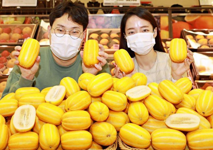 롯데마트가 창립 23주년을 맞아 함께 성장한 과일, 채소 대표 농가와 파트너사의 상품 판매 활성화에 나선다.