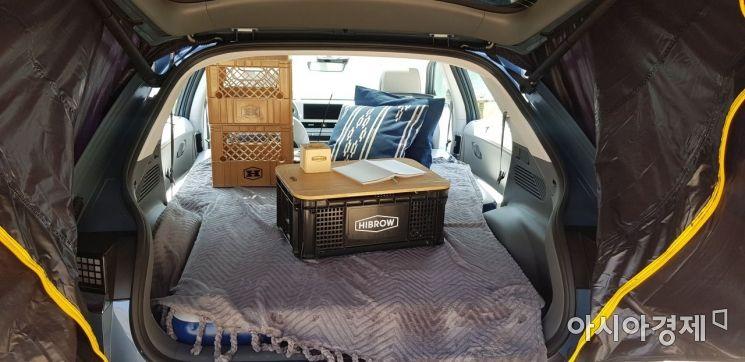 2열 시트를 접고 적재공간을 극대화해 캠핑 등 레저에 사용할 수 있게 했다.