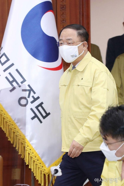 [포토] 중대본 회의 참석하는 홍남기