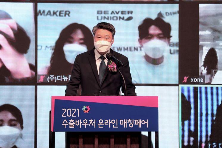 23일 수출바우처 온라인 매칭페어에서 김학도 이사장이 발언하고 있다.