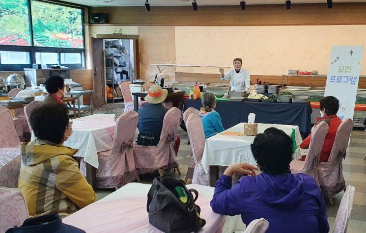 동신대 노인맞춤돌봄서비스센터 '노인 대상 요리 프로그램' 진행