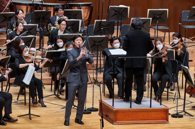 3월30일부터 4월22일까지 서울 예술의전당에서 열린 '2021 교향악축제'에서 과천시립교향악단이 연주중인 모습.