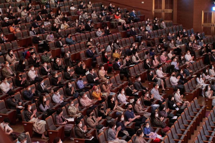 3월30일부터 4월22일까지 서울 예술의전당에서 열린 '2021 교향악축제'에서 관객들이 공연을 관람중인 모습.