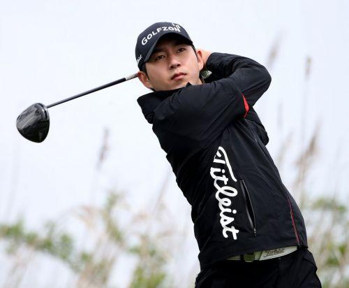 특급루키 김동은이 지난달 2일 KPGA 군산CC오픈에서 일찌감치 첫 우승을 일궈내 벌써 '2승 사냥'에 나섰다.