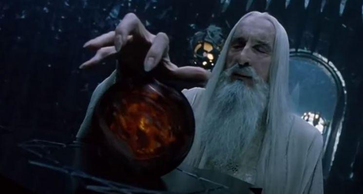 팔란티어는 J.R.R. 톨킨의 유명 판타지 소설 '반지의 제왕'에 등장하는 신비한 도구 '팔란티르'에서 따온 이름이다. 사진은 반지의 제왕 영화 속에 등장한 팔란티르. / 사진=유튜브 캡처