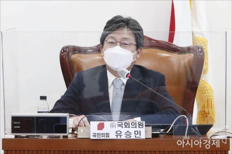 유승민 전 의원이 6일 국회에서 열린 국민의힘 초선모임 '명불허전 보수다'에 참석, '국민 신뢰를 얻기 위한 당 개혁'을 주제로 강연을 하고 있다./윤동주 기자 doso7@