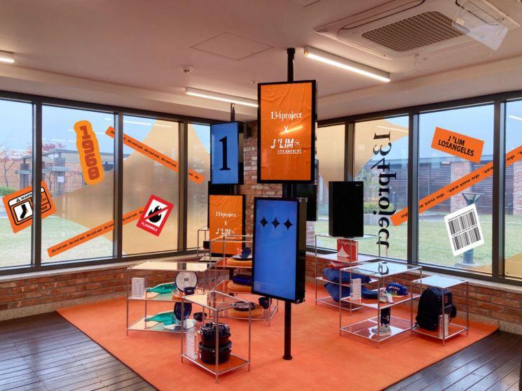 롯데백화점 수원점이 제이림과 협업해 만든 체험형 고객 휴게 공간.