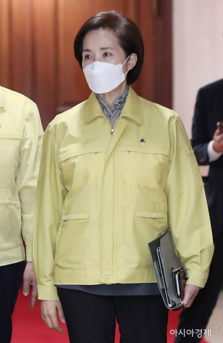 [포토] 중대본회의 참석하는 유은혜 사회부총리
