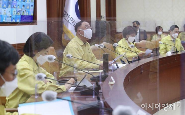 [포토] 중대본회의 주재하는 홍남기 총리 권한대행