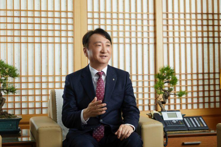"""[아시아초대석]권준학 은행장 """"그린 뉴딜에 특화된 농협銀, ESG는 생존 핵심 조건"""""""