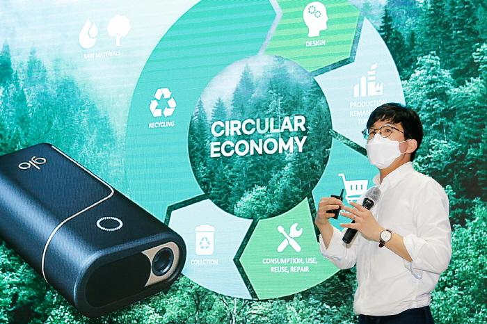 하돈준 BAT코리아 이사가 7일 비대면산업 박람회 컨퍼런스 현장에서 ESG(환경·사회·지배구조) 사업 운영 성과와 계획을 공개하고 있다. (사진제공=BAT 코리아)