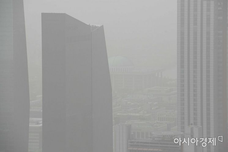 [포토]황사에 가려진 국회의사당