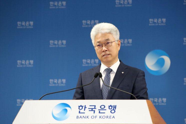 박양수 한국은행 경제통계국장이 7일 오전 서울 중구 한국은행에서 2021년 3월 국제수지(잠정)의 주요 특징을 설명하고 있다.