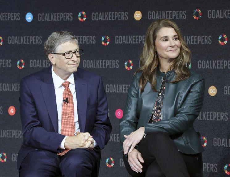 지난 3일(현지 시각) 마이크로소프트(MS)의 공동창업자 빌 게이츠가 아내 멀린다 게이츠와 27년간의 결혼 생활을 끝내고 이혼하기로 합의했다고 전했다. [이미지출처=연합뉴스]