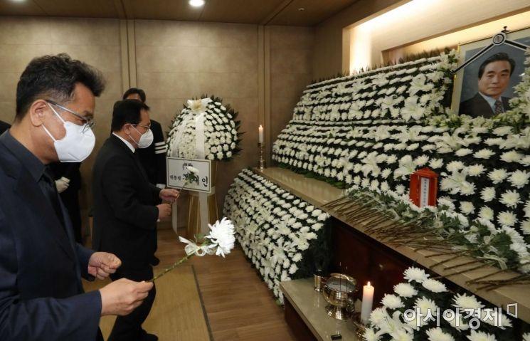 [포토]이한동 전 총리 빈소 찾은 유영민 대통령 비서실장