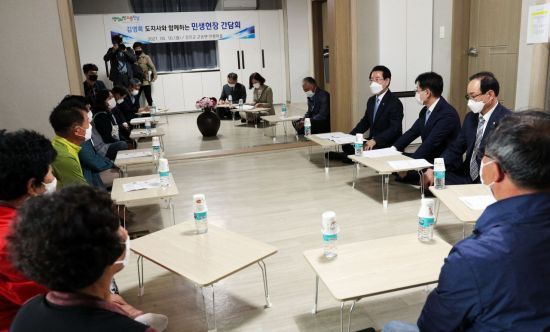 김영록 전남지사, 강진 안풍마을 방문 '마을공동체' 활동 격려