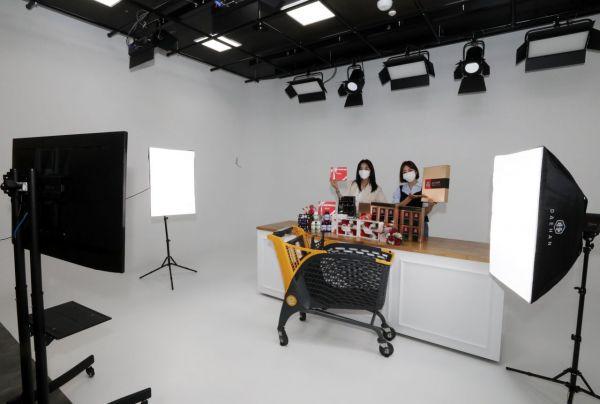 이마트, '라이브커머스' 경쟁력 강화 … 라방 전용 '스튜디오e' 오픈