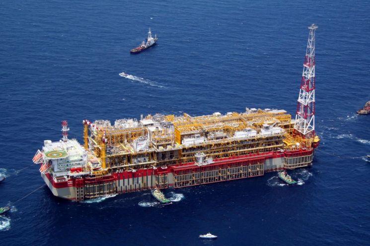현대중공업이 건조한 부유식 원유 생산·저장·하역설비(FPSO)