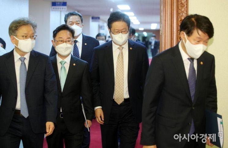 [포토] 국무회의 참석하는 장관들