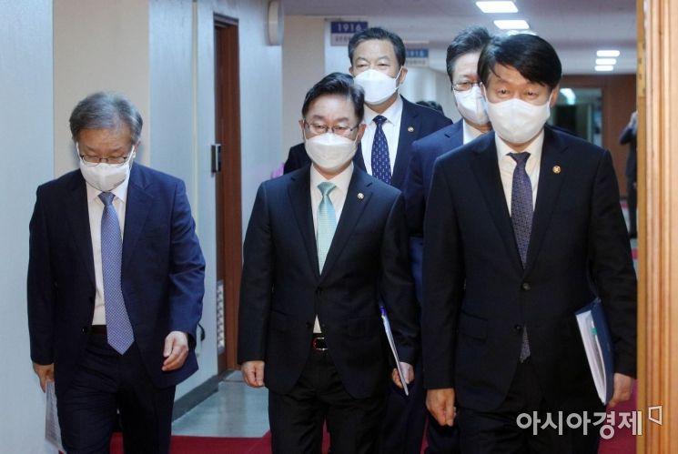 [포토] 국무회의 참석하는 국무위원들
