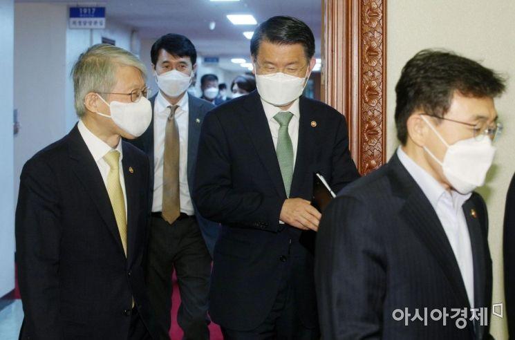 [포토] 국무회의 참석하는 최기영-은성수
