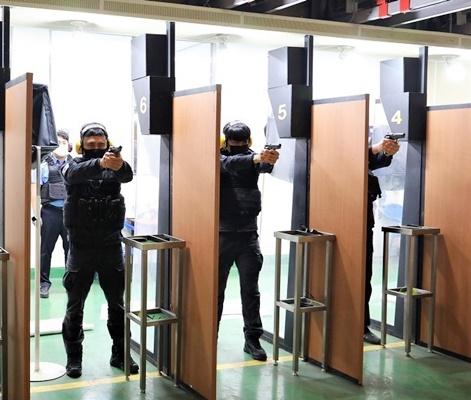 목포해경이 지난 10일부터 경찰서 내 실내사격훈련장에서 상반기 사격훈련을 실시하고 있다. (사진=목포해양경찰서 제공)