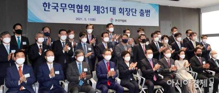 [포토] 기념촬영 하는 31대 무역협회 회장단