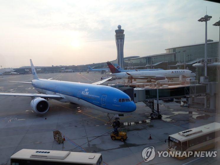 인천국제공항 제2터미널 계류장에 있는 여객기. / 사진=연합뉴스