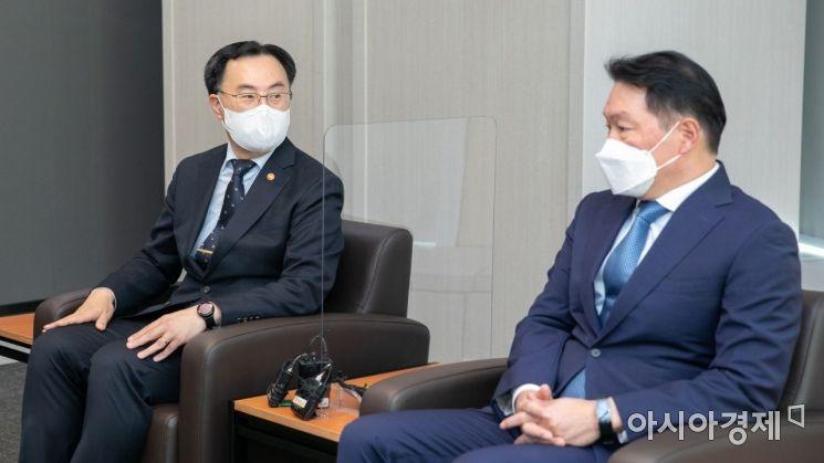 [포토]상의 찾은 문승욱 산업부 장관