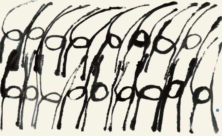 산정 서세옥, 춤추는 사람들, 1989, 닥종이에 수묵, 163.5x259cm(사진제공=성북구립미술관)