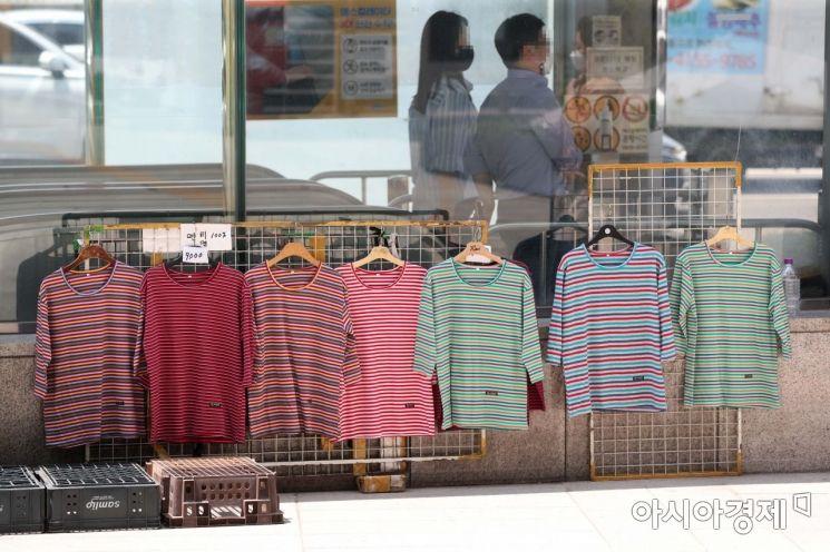 [포토]'덥다 더워' 반팔 티셔츠 판매
