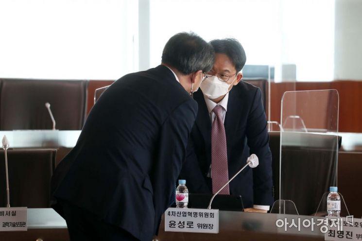 [포토]회의 앞둔 윤성로 위원장