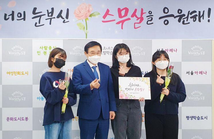 이동진 도봉구청장 '너의 눈부신 스무살 응원해!...성년의 날 기념 축하카드 발송