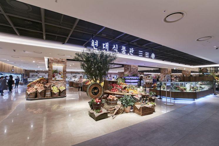 현대백화점 천호점 지하1층 식품매장 전경.