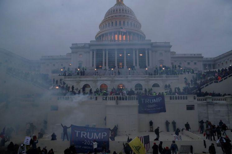 지난 1월 미국 워싱턴 의사당 난입 사건 당시 모습 [이미지출처=로이터연합뉴스]