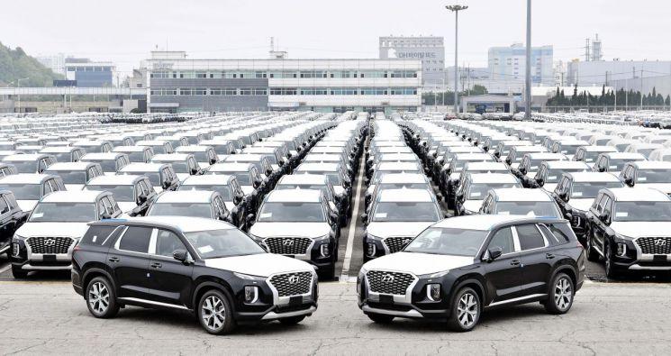 콩고민주공화국으로 수출되는 현대차 대형 SUV 팰리세이드가 평택항에서 선적 대기중이다.  사진제공=현대차