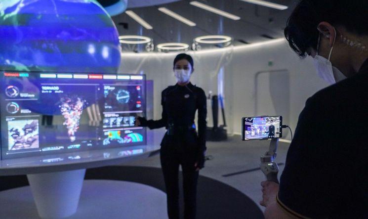 초고속 네트워크와 인공지능 등을 이용해 우주 환경을 모니터링하는 우주관제센터의 모습