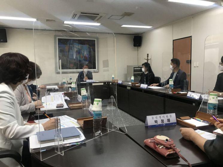 장석웅 교육감은 지난 15일 순천교육지원청에서 전남 동부권 긴급 방역 대책 회의를 개최했다. 사진=전남도교육청 제공