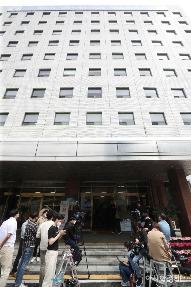 [포토]서울시교육청 앞 대기하는 취재진