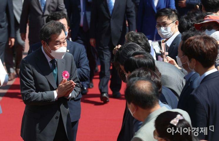 [포토] 봉축 법요식 참석하는 이낙연 전 대표