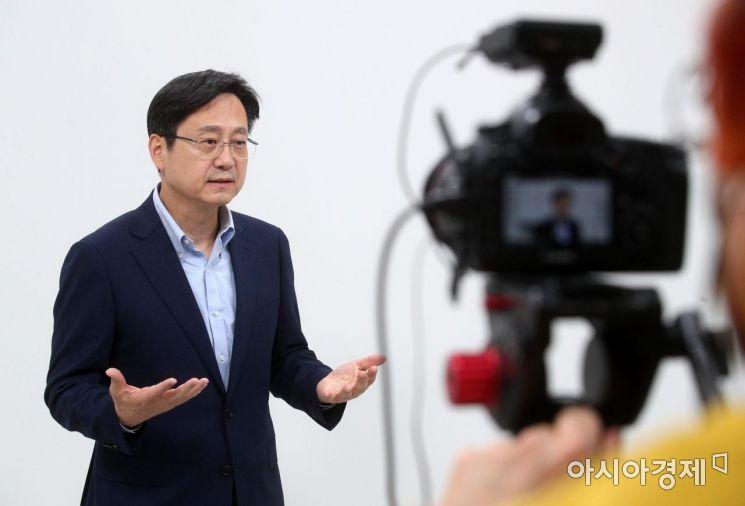 20일 서울 중구 아시아경제 사옥에서 온라인 생중계으로 진행된 '2021 아시아경제 IPR포럼'에서 류영재 서스틴베스트 대표가 ESG투자확산과 기업의 대응전략을 주제로 강연하고 있다./김현민 기자 kimhyun81@