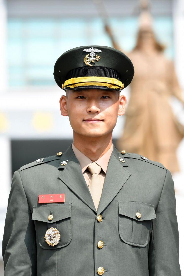 군상관인 아내 따라 해병대 입대한 이 소위