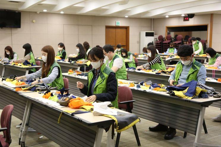 코오롱그룹, 유기견 노즈워크매트 만들기 봉사활동