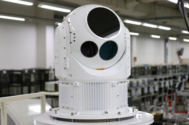 CIWS-II의 눈에 해당하는 전자광학 추정장비(EOTS) 사진제공=한화시스템