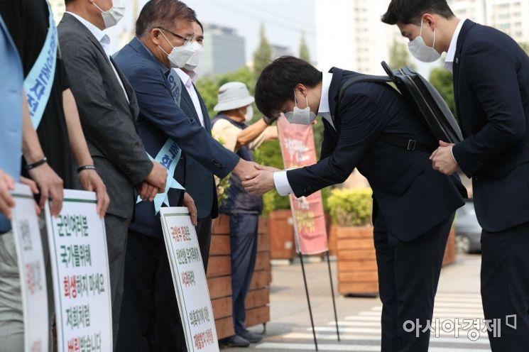 [포토]천안함 시위 현장 찾은 이준석